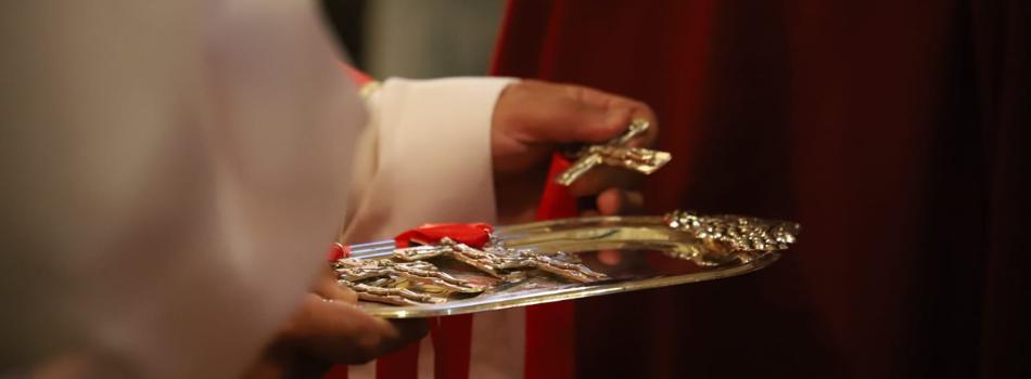 Abp Marek Jędraszewski w kościele św. Krzyża w Krakowie: Witaj krzyżu, przez który dla nas wszystkich stało się zbawienie
